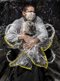 003_World_Press_Photo_of_the_Year_Nominee_Mads_Nissen_Politiken_Mads_Nissen_Politiken_Panos_Pictures.jpg