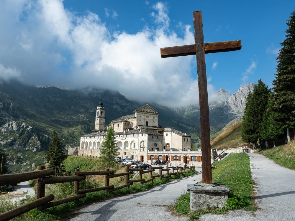 Croci e delizie. Crosses and delights.